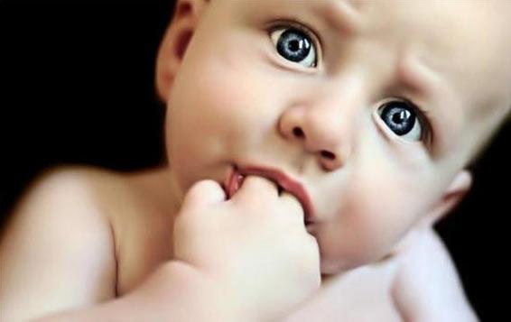 """Дети """"тащат в рот"""" не только игрушки, но и собственные пальцы"""