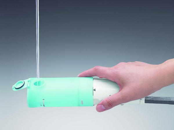 Заливка жидкости в ирригатор Panasonic Oral Irrigator EW-DJ10-A