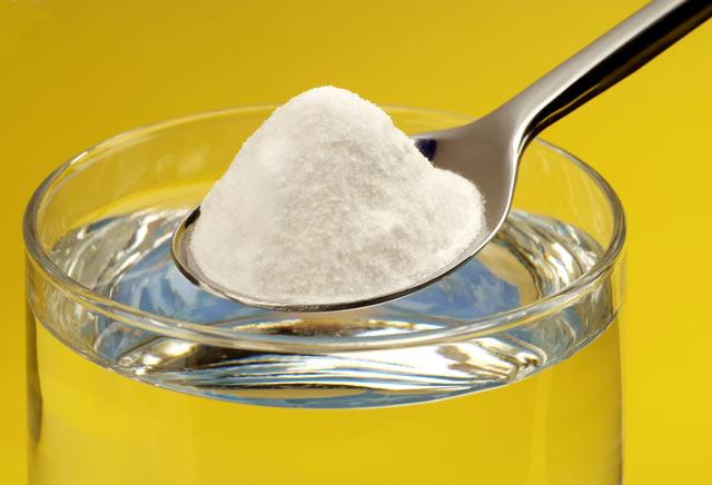 Пищевая сода - самый доступный препарат, который можно использовать в домашних условиях для лечения флюса